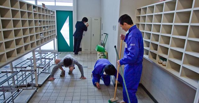 Manufacturing: Ways To Keep A Clean Environment For Your Employees