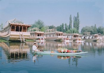 How To Choose The Most Convenient Houseboat In Srinagar?