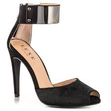 6 Top Items That Enhance Women's Attractiveness - Now Available At JustFab!