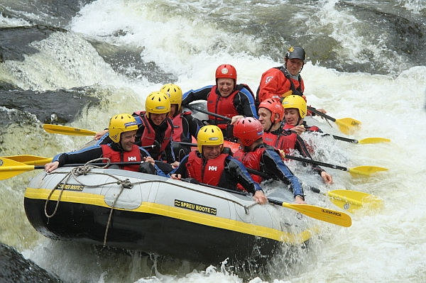 How White Water Rafting Can Bring Friends And Family Together