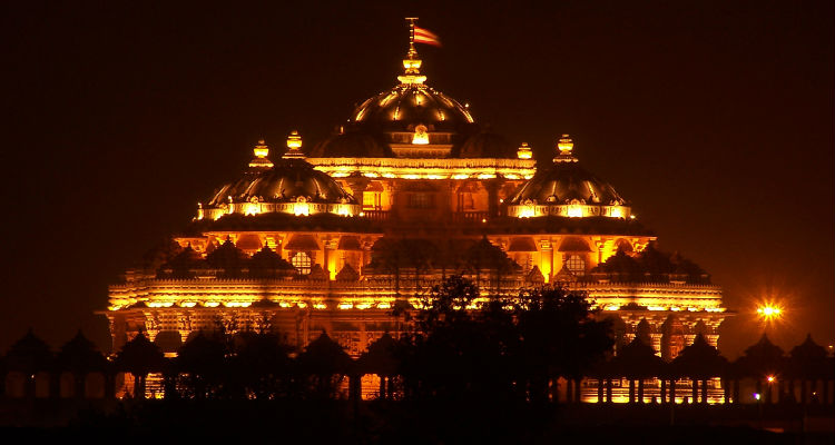 Trail Of Exciting Spots To Visit At Night In Delhi