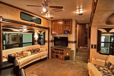 Tips To Pick The Best Battery Charger For Your RV