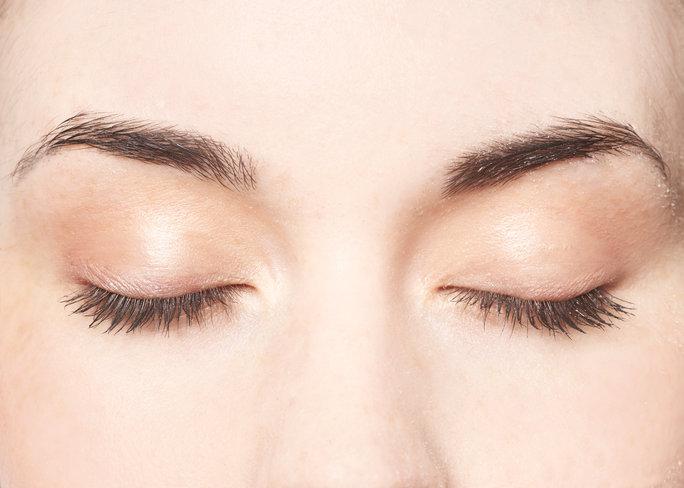 8 Tips For Better Eyelash Retention