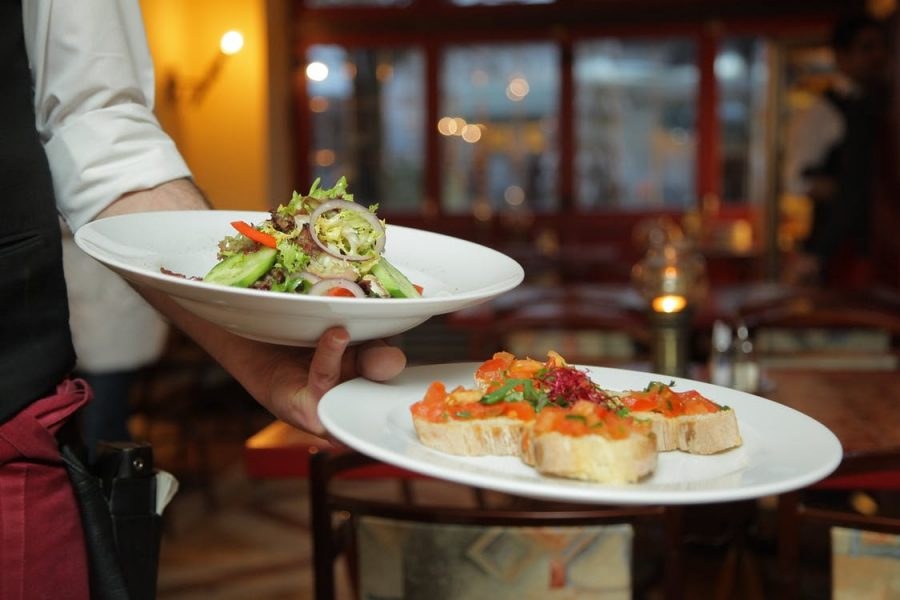Restaurant Owner? How To Connect With Customers Online