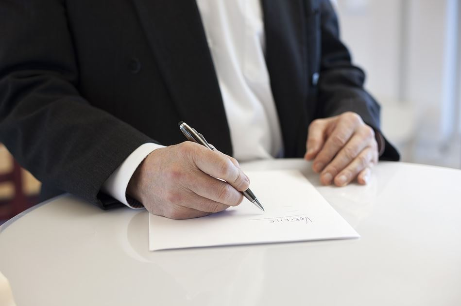 How To Avoid Legal Problems With Business Contracts