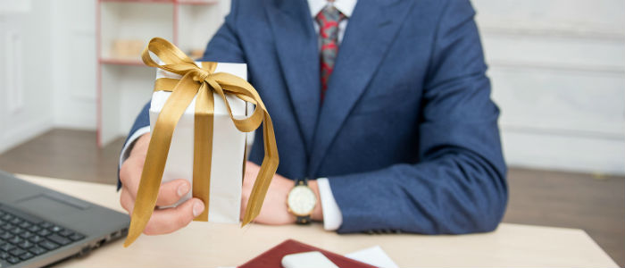 Why Corporate Gift Giving To Clients Is Necessary?